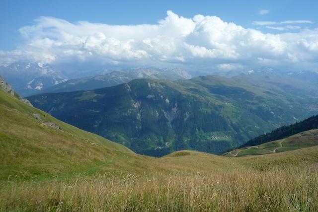 Vue du col du Golet, vers les Lanches et la Vanoise au fond.