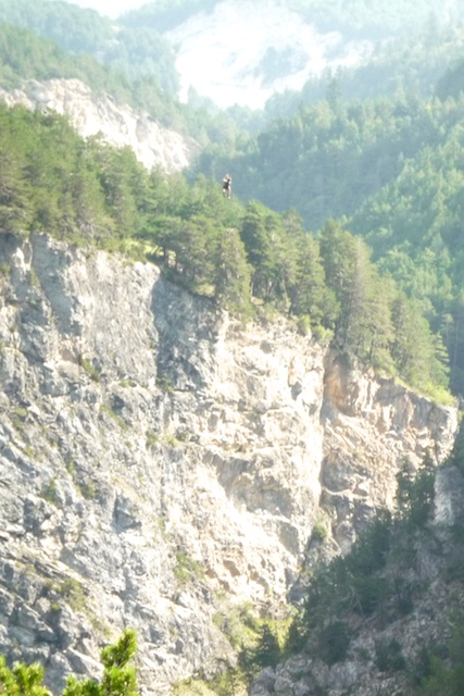 La plus grande tyrolienne du monde, 640m de long et 180m de haut. Le petit point noir, c'est moi !