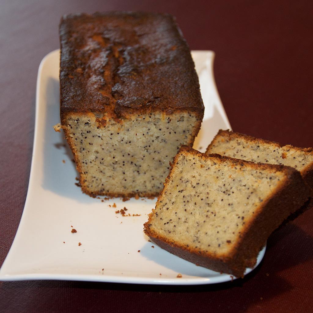 La pâte est agréable, piquetée de graines croustillantes.