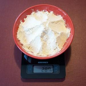 Le mélange des poudres, farine, amandes, noisette et levure.